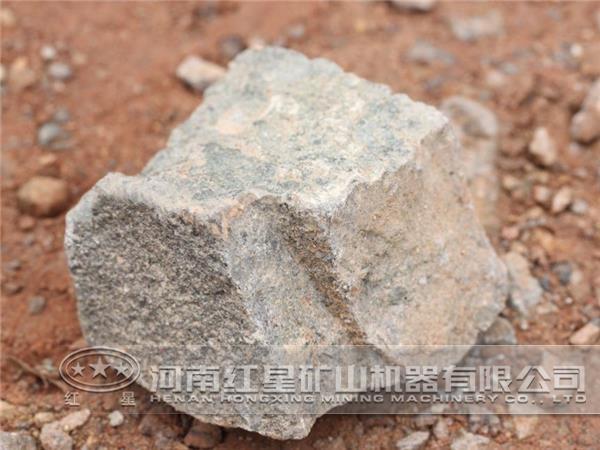 时产60吨的石头粉碎机也相当的广泛,最普遍最常用的有颚式破碎机