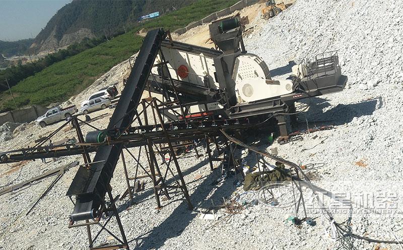 移动式锤式破碎机工作现场